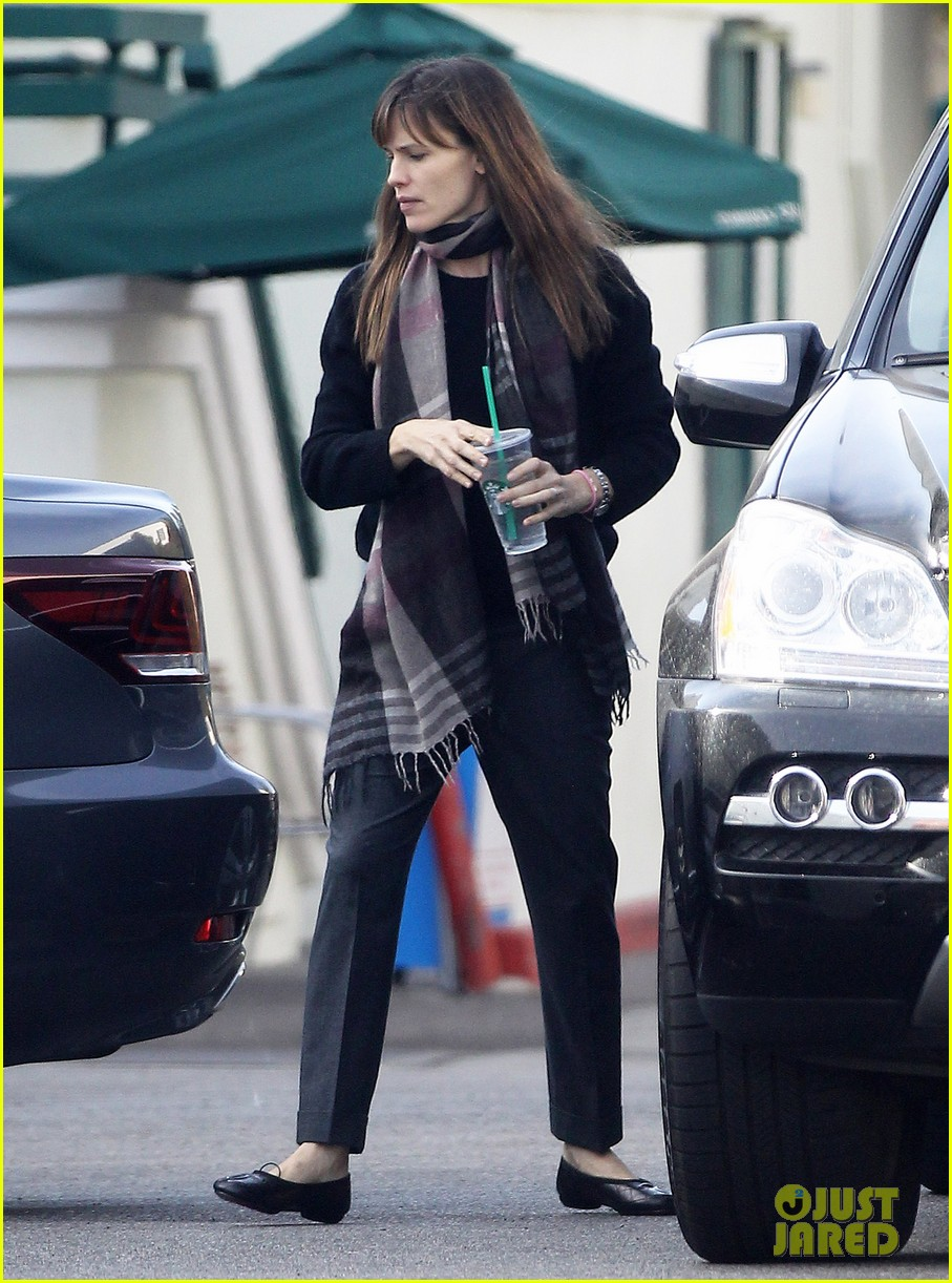 jennifer garner looks fresh faced after holiday break 013026333
