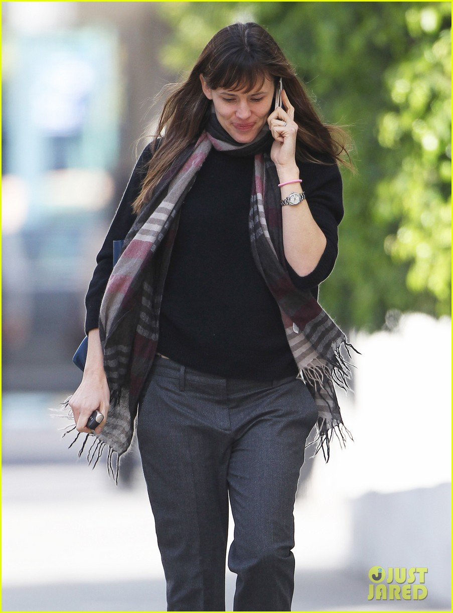 jennifer garner looks fresh faced after holiday break 04