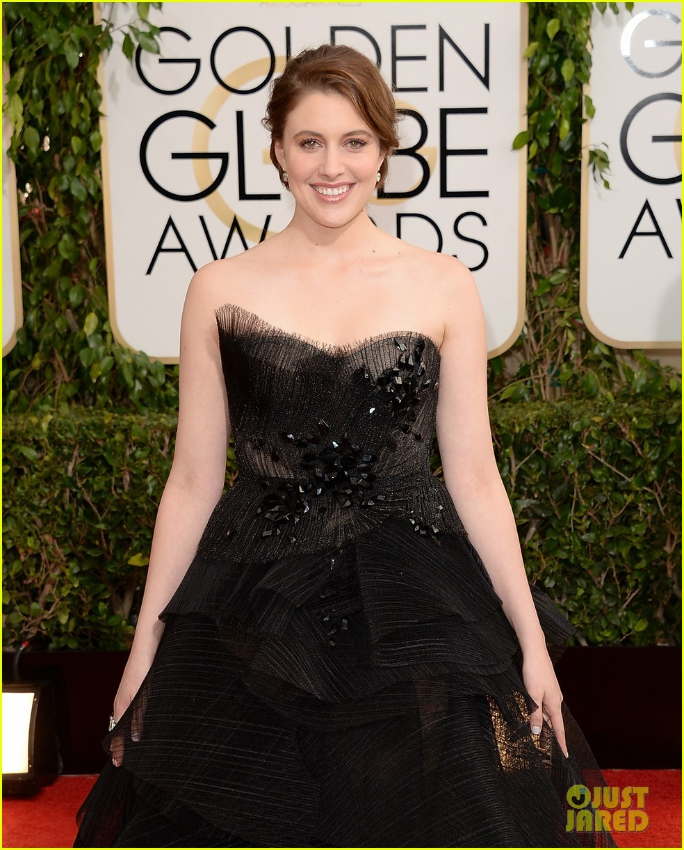 greta gerwig golden globes 2014 red carpet 043029851