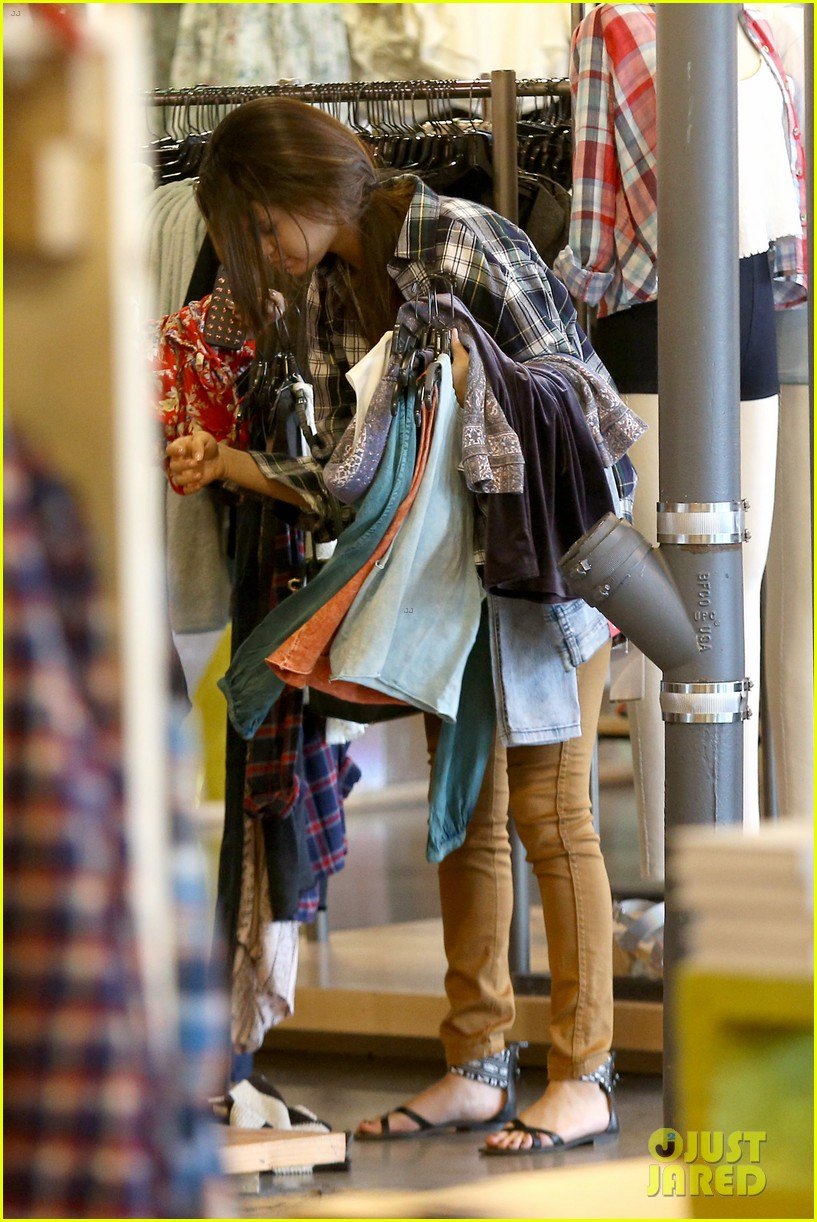 selena gomez shops before hanging out with justin bieber 15
