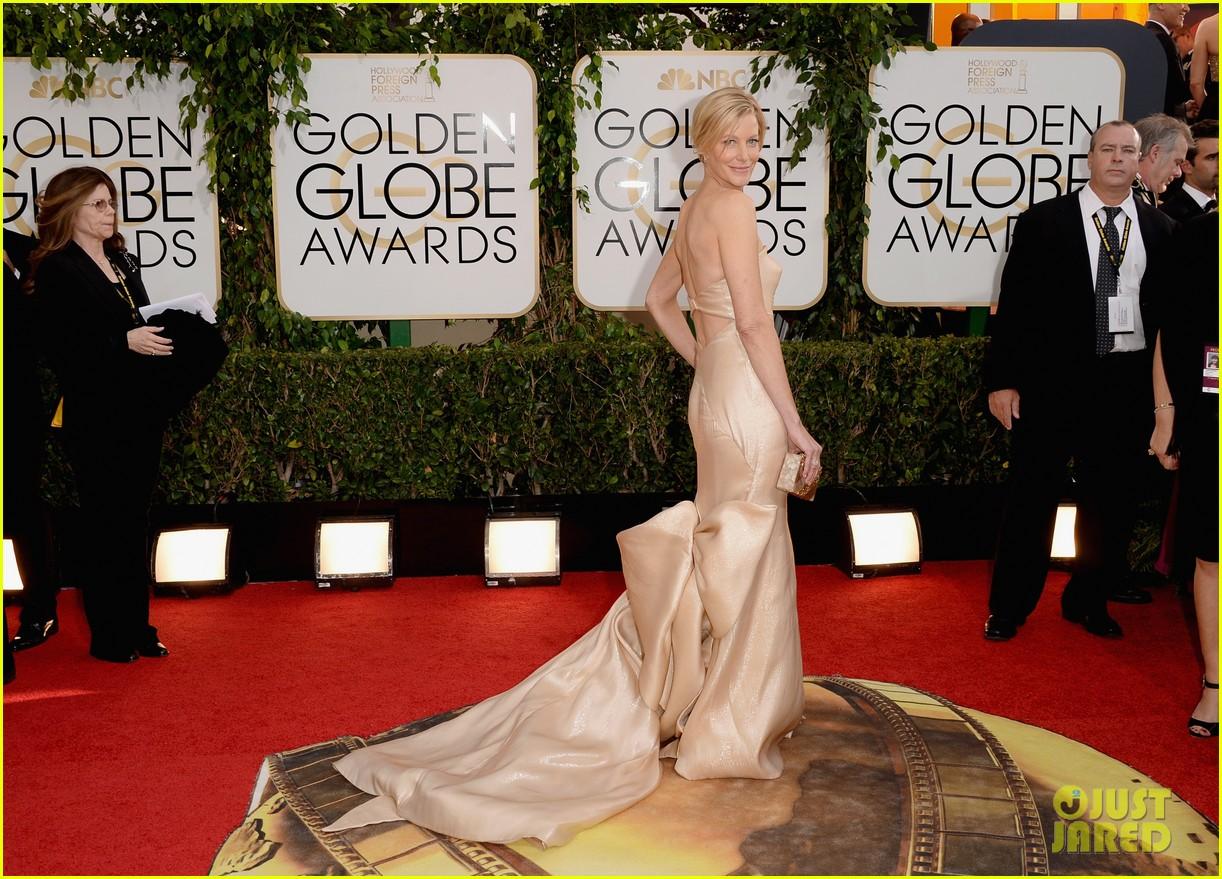 anna gunn betsy brandt rj mitte golden globes 2014 12