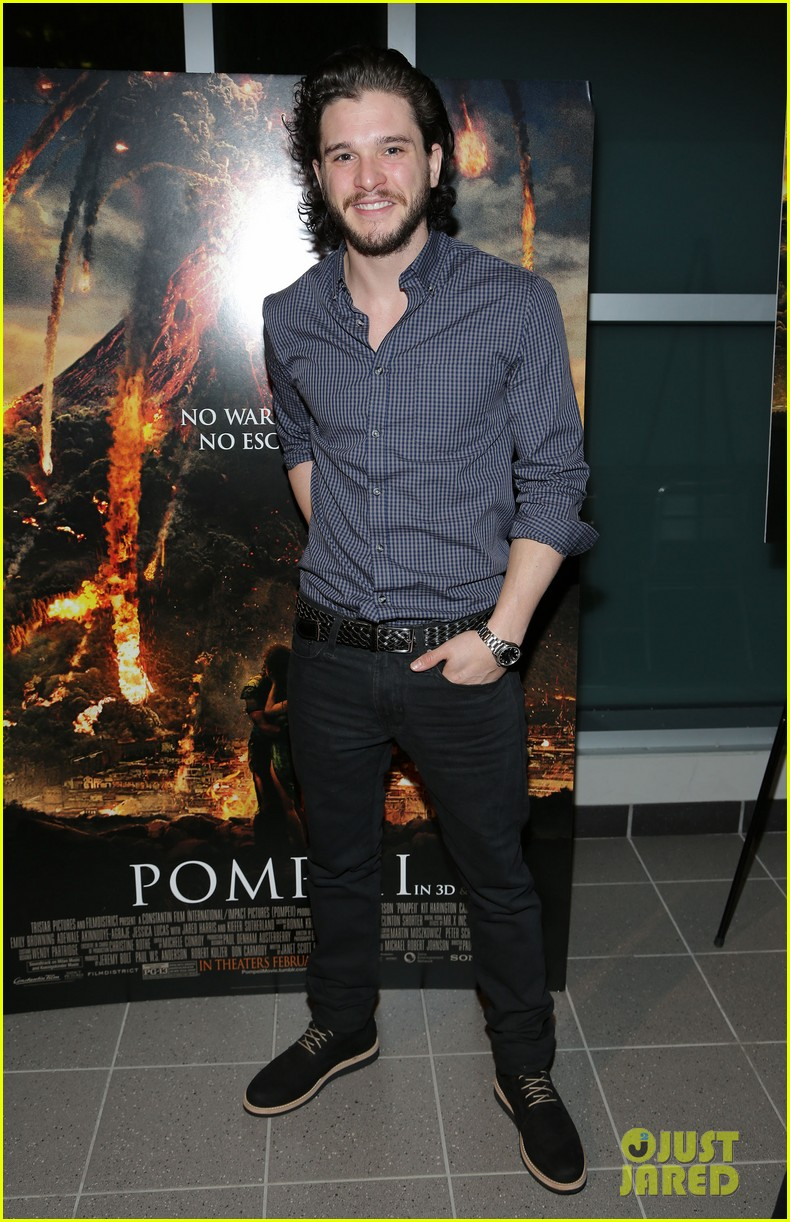 kit harington meets his fans at pompeii event in miami 05