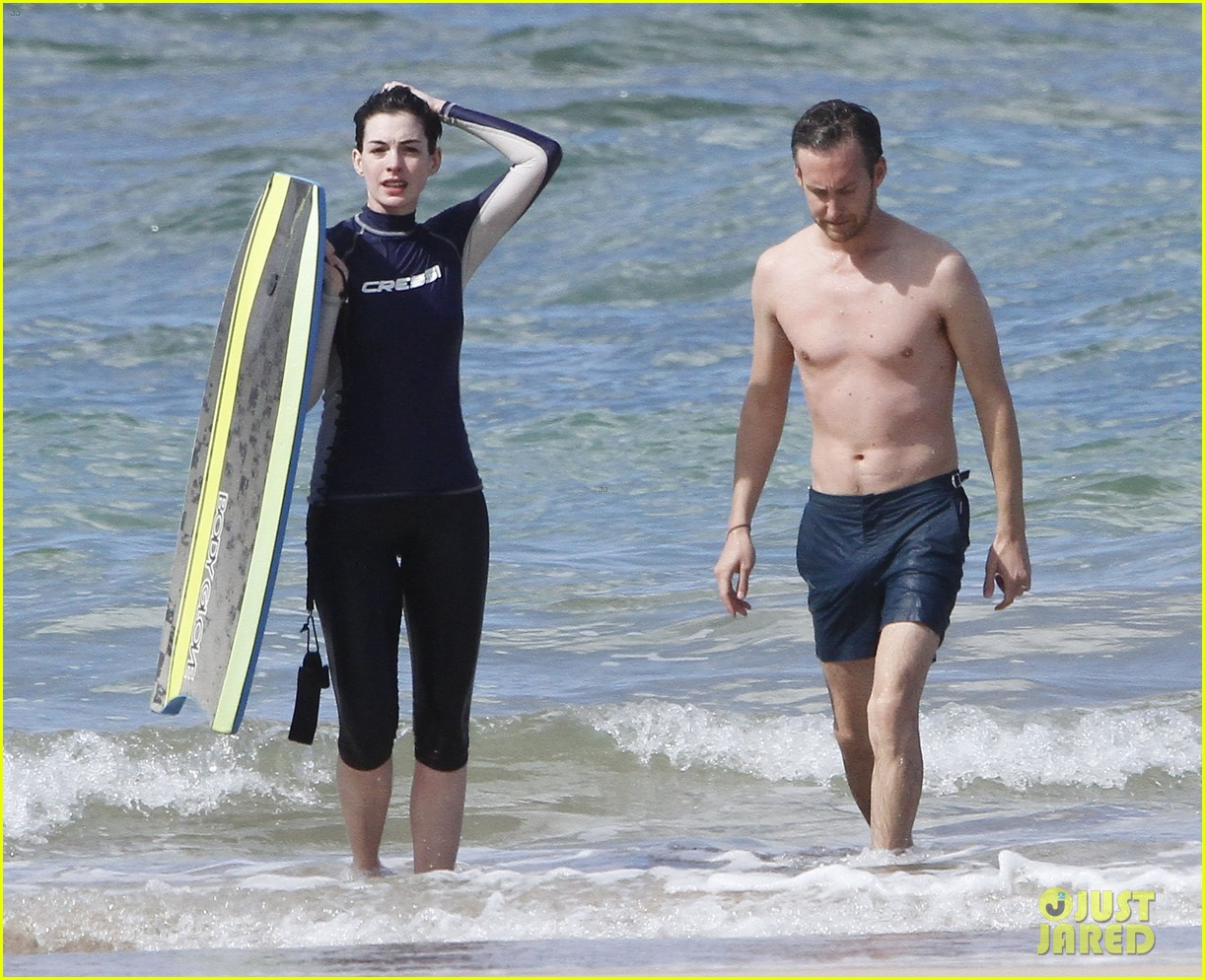 anne hathaway dons bikini top for hawaii beach stroll 253025996