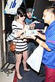 anne hathaway greets mob of fans at lax 20
