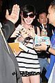 anne hathaway greets mob of fans at lax 24