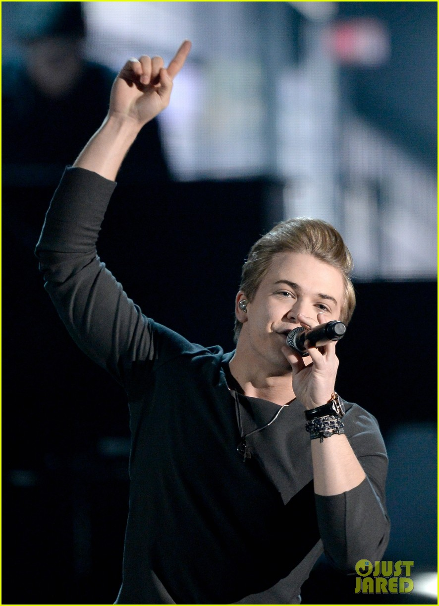 hunter hayes debuts invisible during grammys 2014 video 06