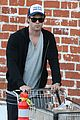 chris hemsworth santa monica errands with elsa pataky india 14