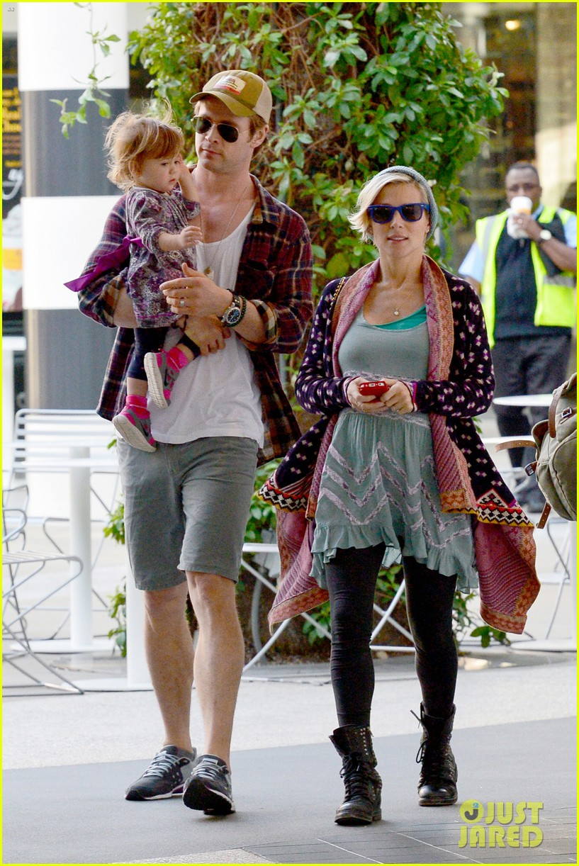 chris hemsworth true food lunch with elsa pataky india 103025913
