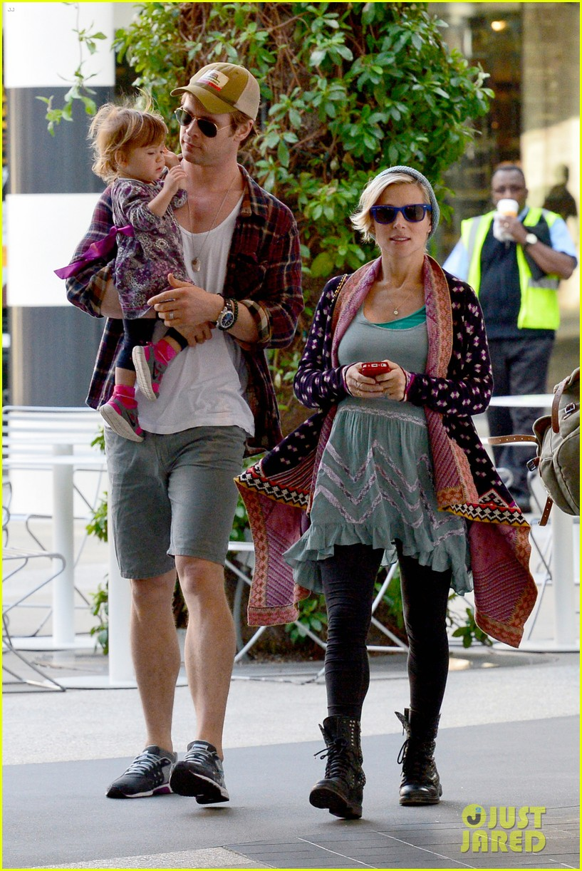 chris hemsworth true food lunch with elsa pataky india 223025925