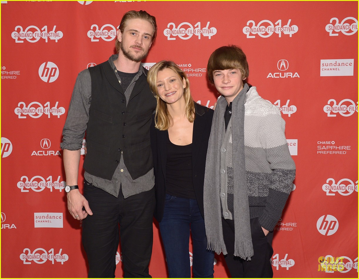 boyd holbrook elizabeth olsen meet up after little accidents premiere 023038276