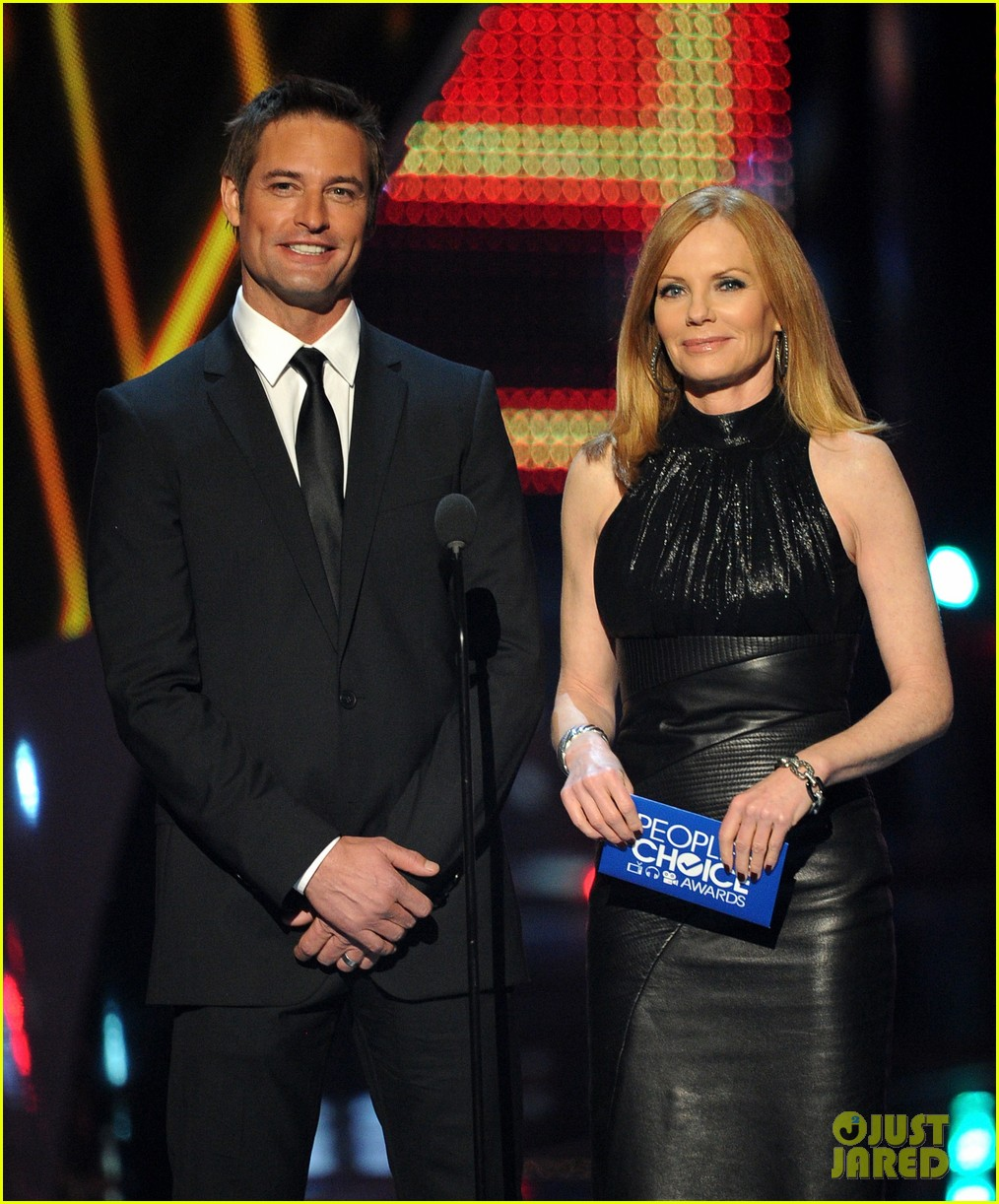josh holloway peoples choice awards 2014 presenter 13