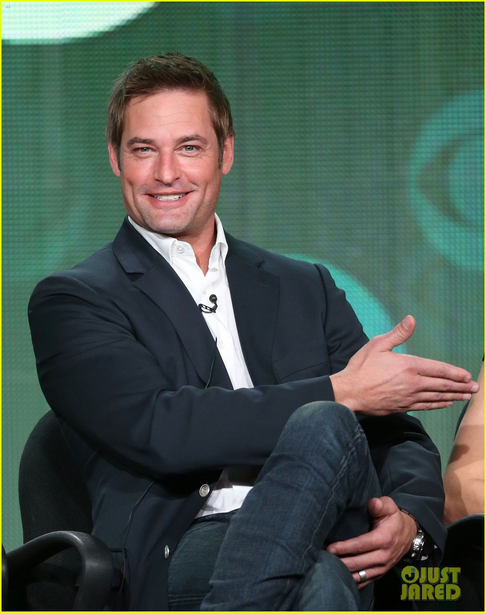josh holloway meghan ory intelligence panel at tca tour 01