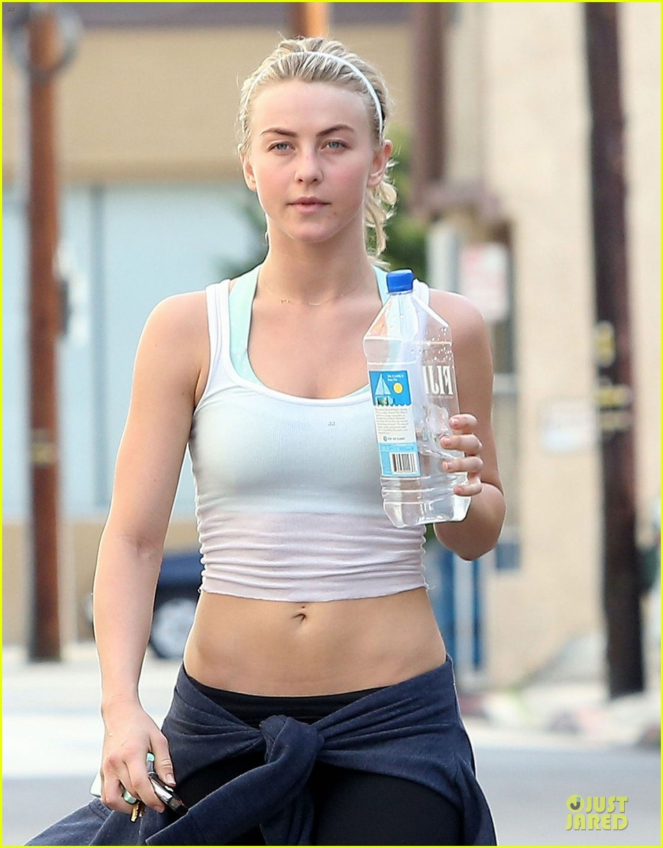 julianne hough flashes toned tummy in new year 223022348