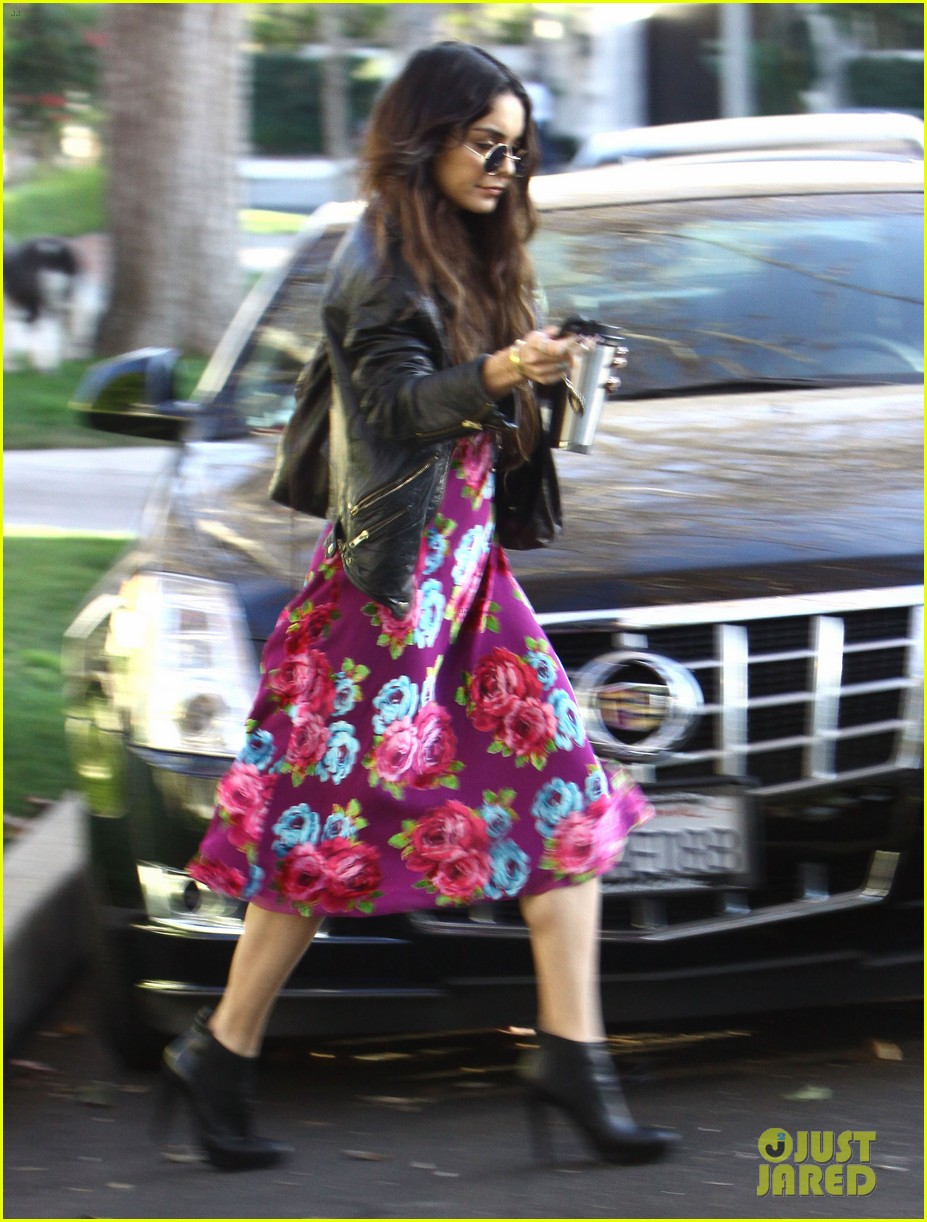 vanessa hudgens hangs out at ashley tisdales home 02