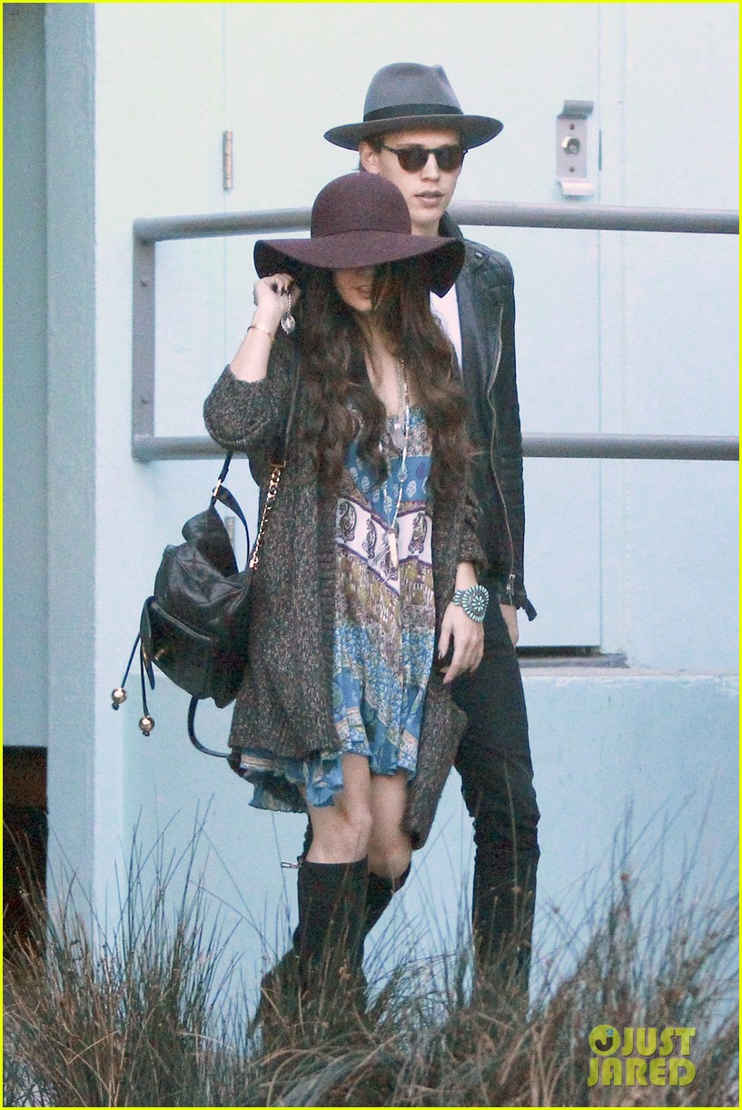 vanessa hudgens hangs with austin butler before leno taping 14