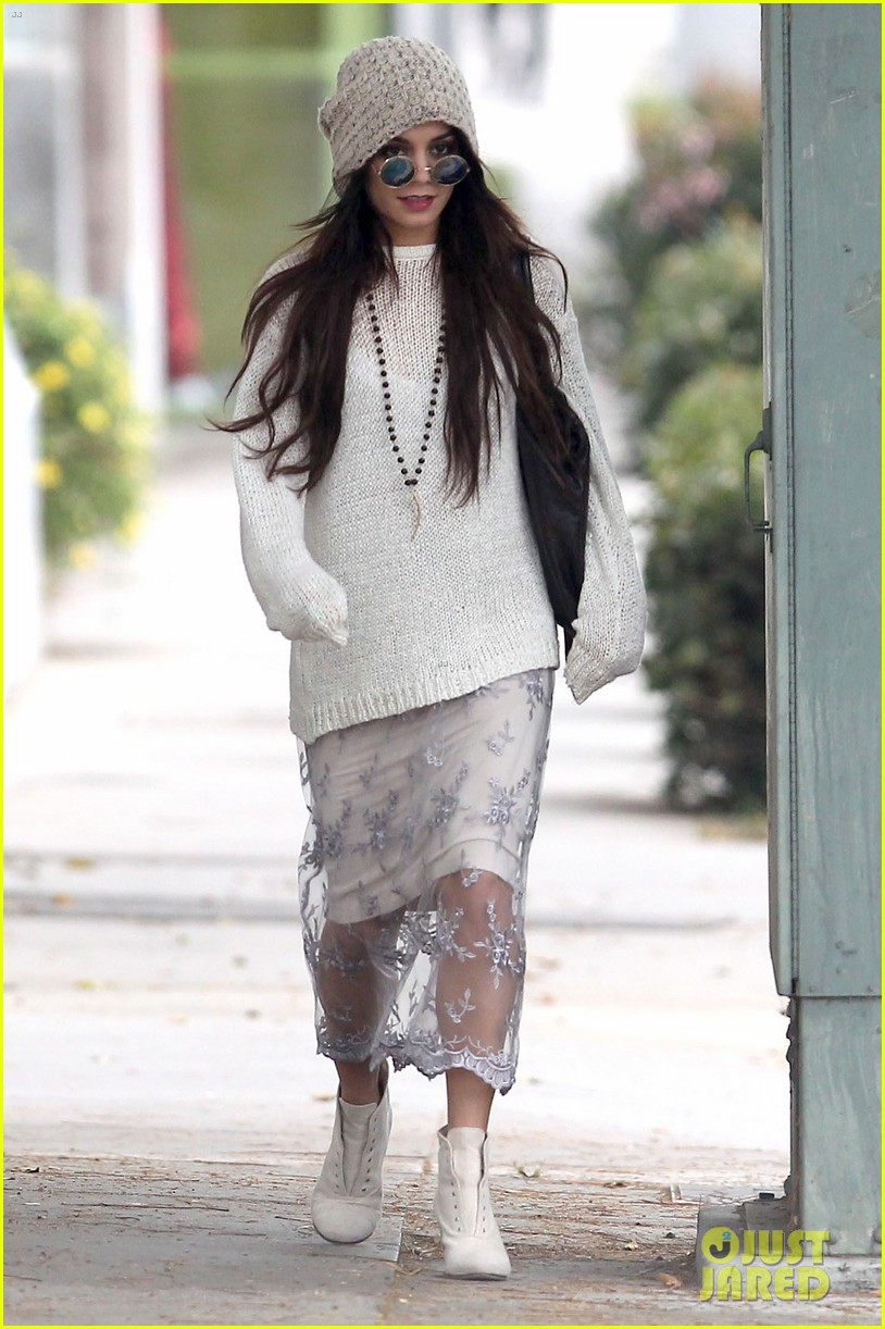 vanessa hudgens channels yoko ono in boho sunglasses 13