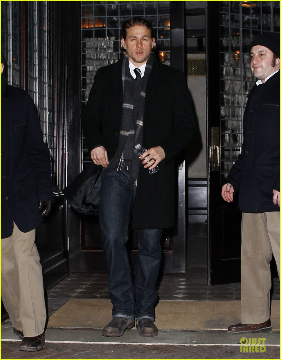 charlie hunnam braves the cold in new york city 03
