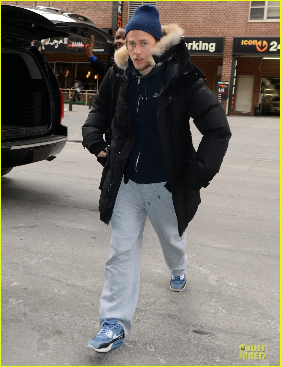 charlie hunnam braves the cold in new york city 05