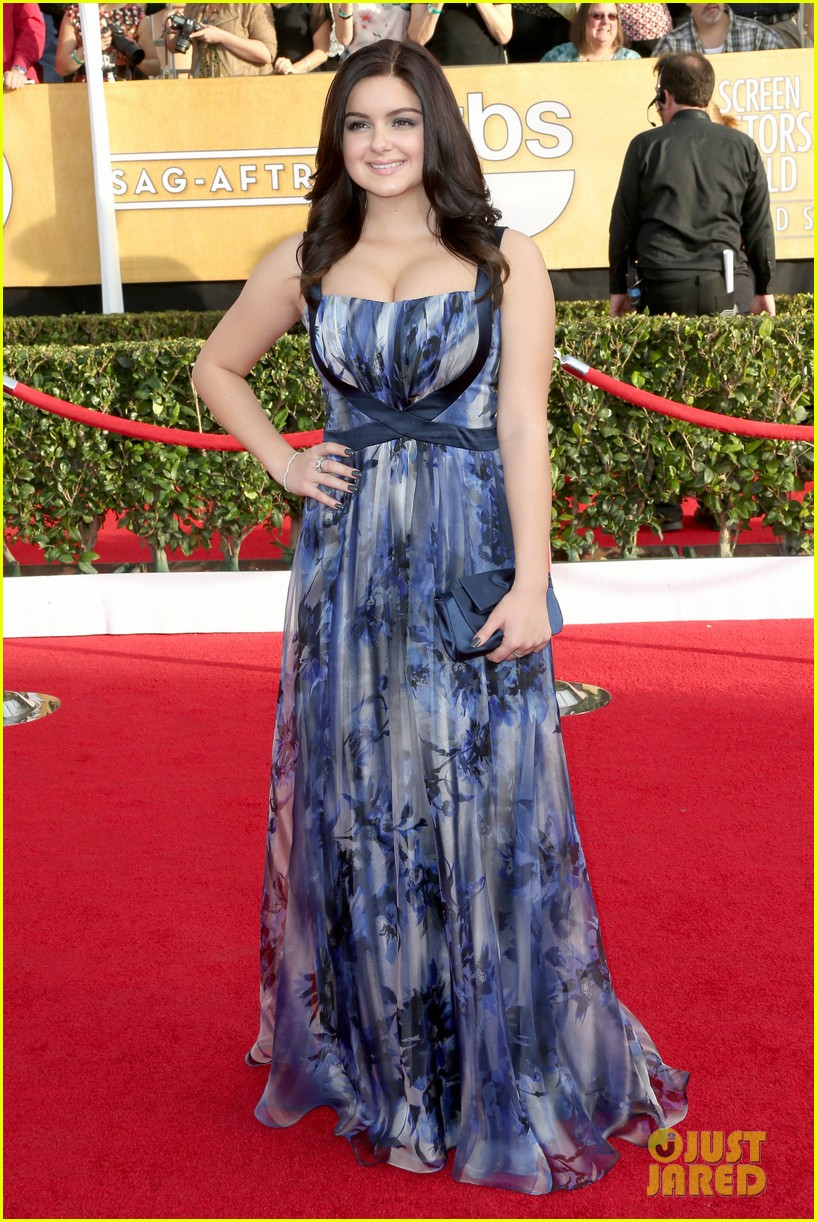 sarah hyland ariel winter sag awards 2014 red carpet 083034595
