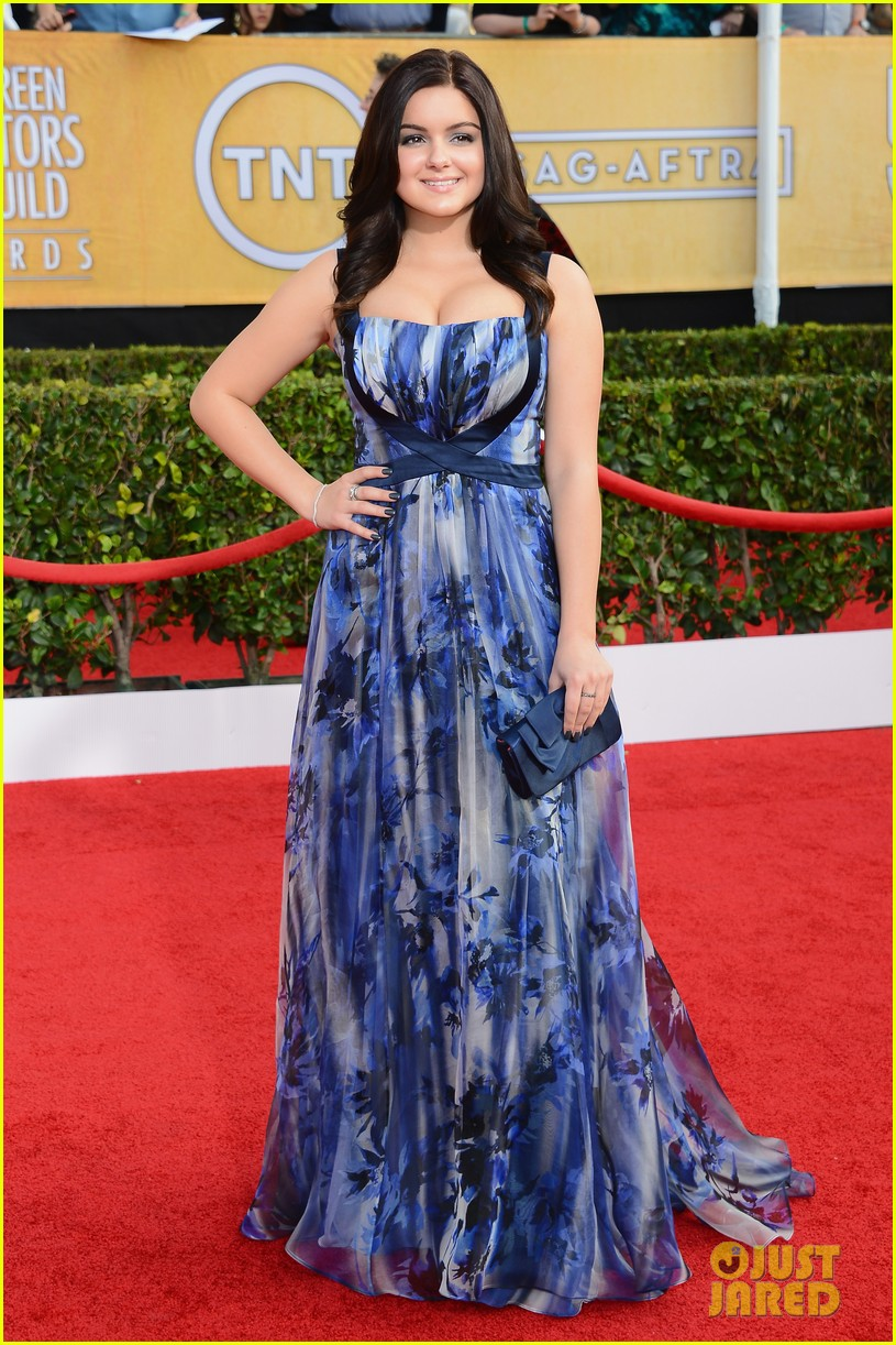 sarah hyland ariel winter sag awards 2014 red carpet 10