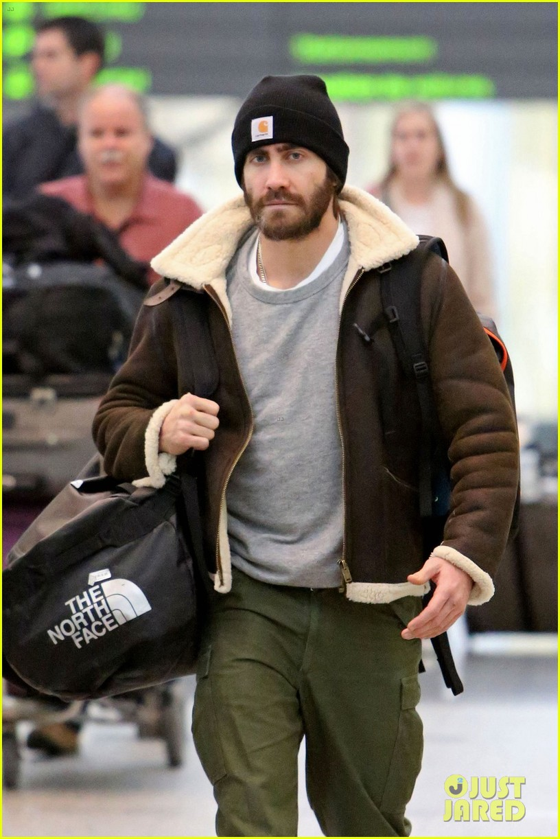 jake gyllenhaal low key arrival in toronto 023023204