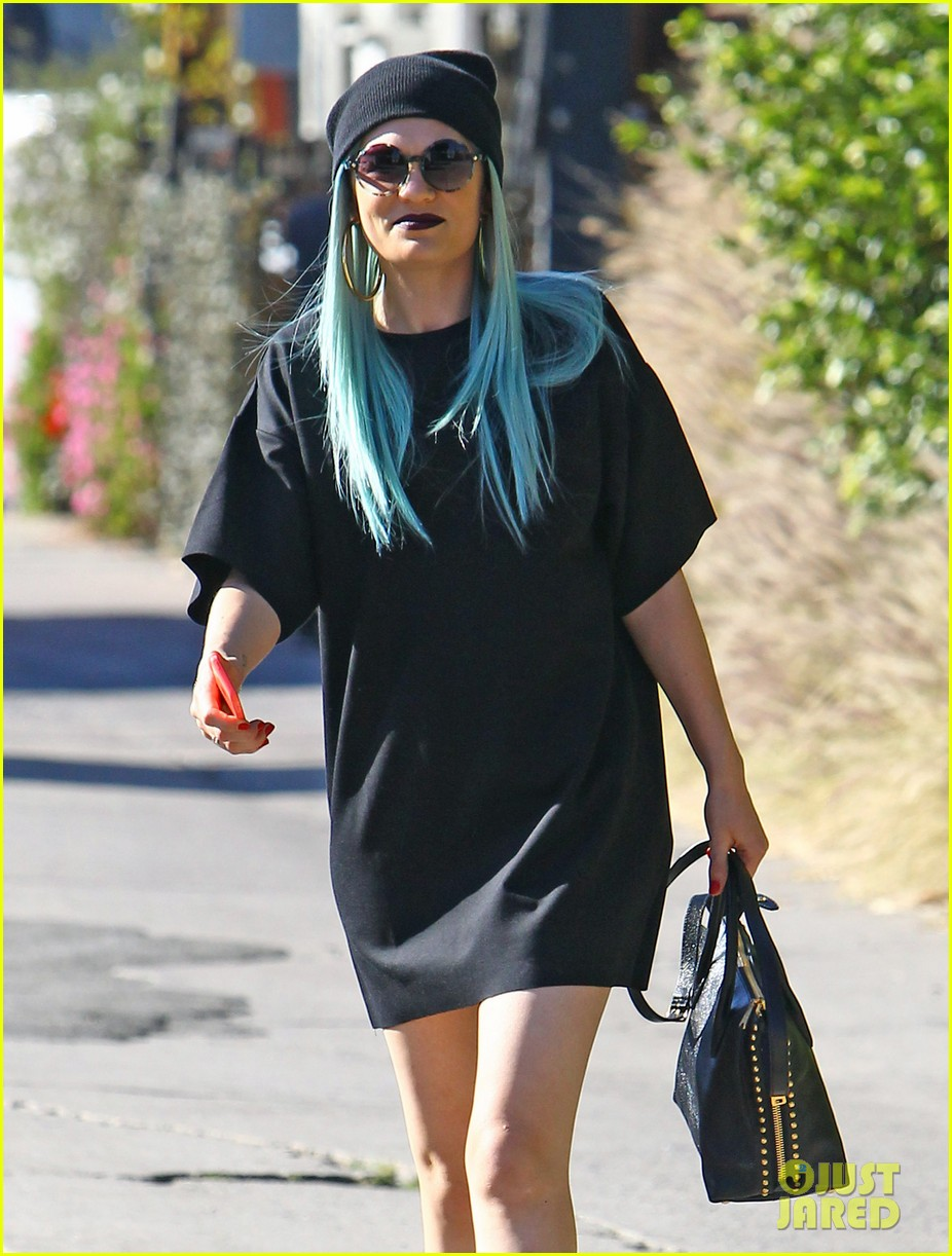 jessie j rocks blue hair while spending time in la 133032525
