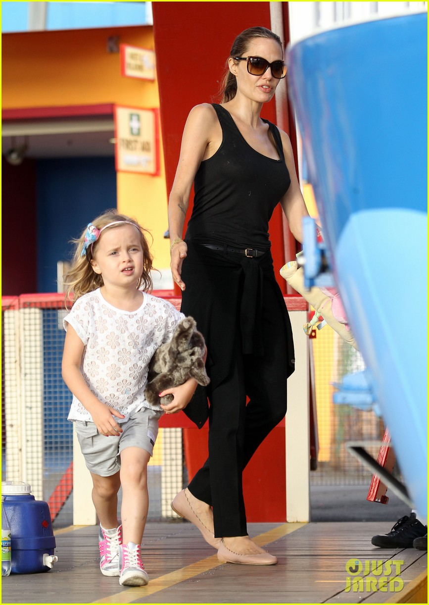 angelina jolie luna park fun with the kids 01