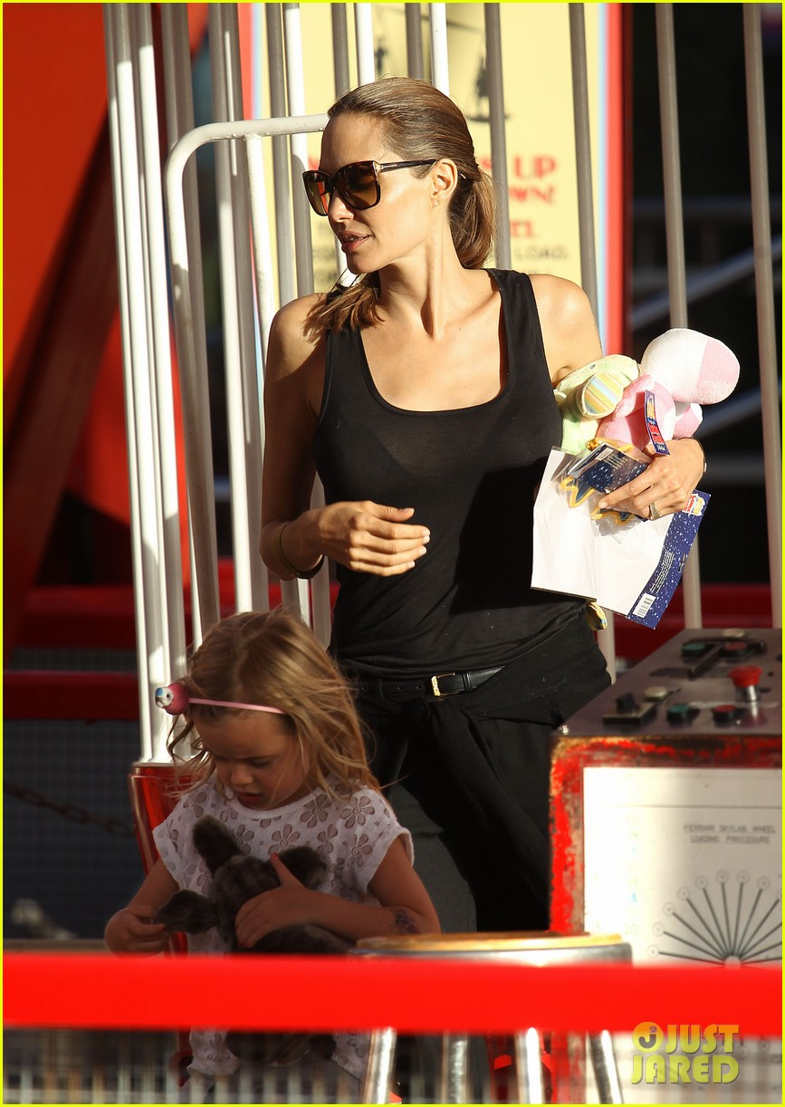 angelina jolie luna park fun with the kids 41