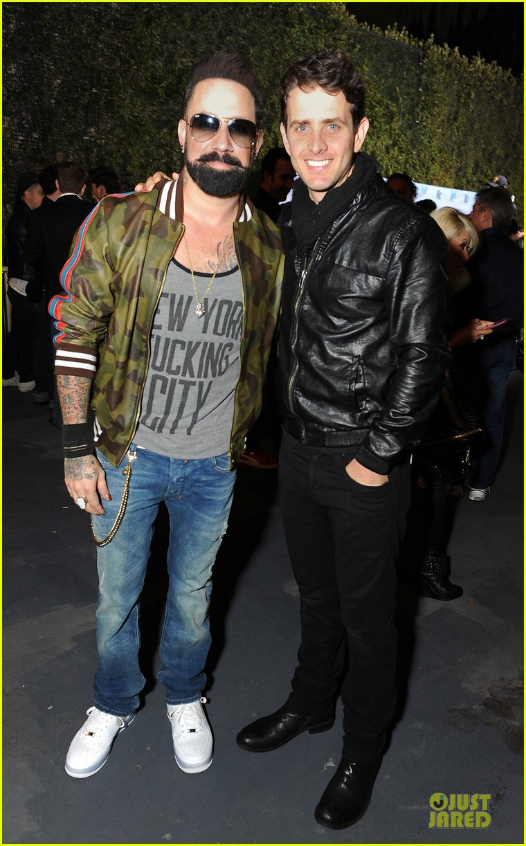 nick joe jonas friends n family pre grammy party 03
