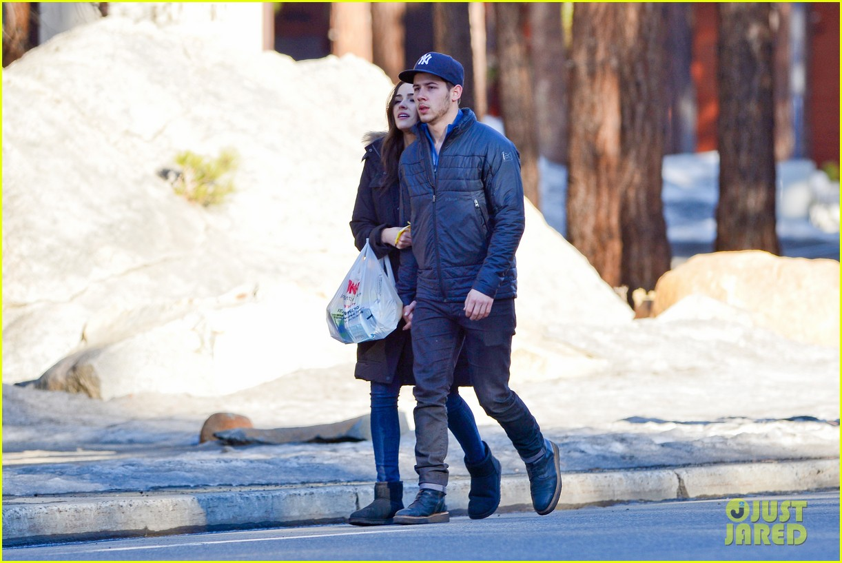 nick jonas olivia culpo hold hands in chilly mammoth 09