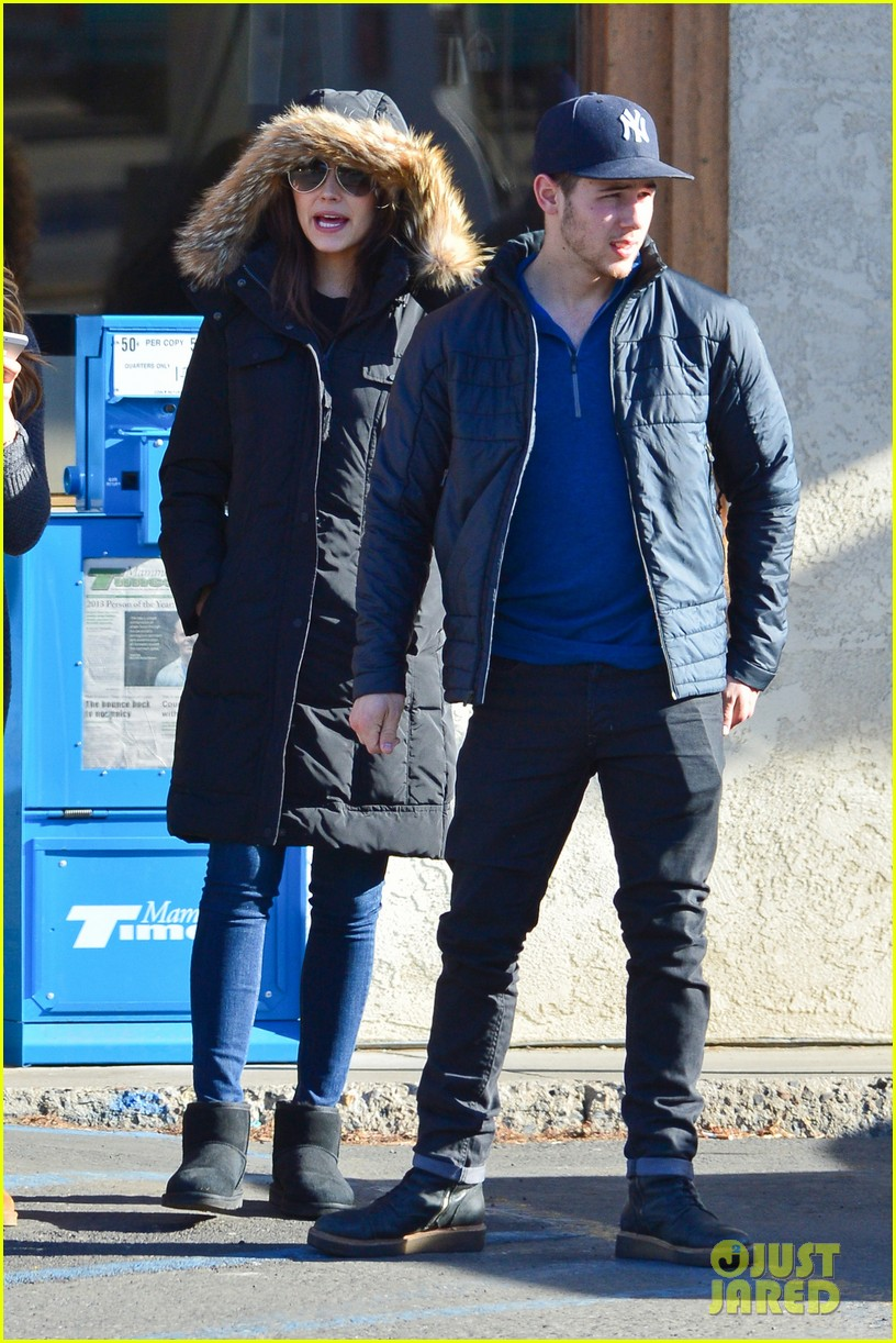 nick jonas olivia culpo hold hands in chilly mammoth 20