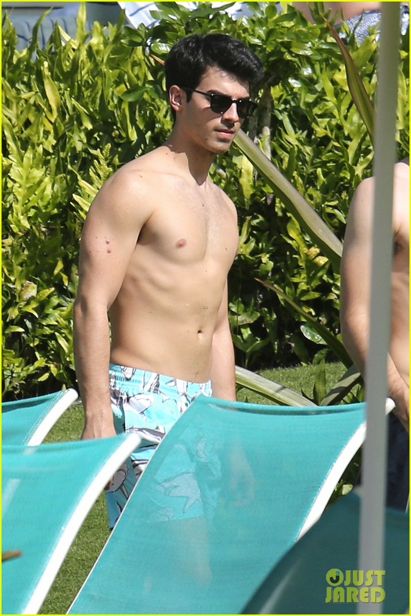 joe jonas shirtless beach frisbee player in hawaii 19