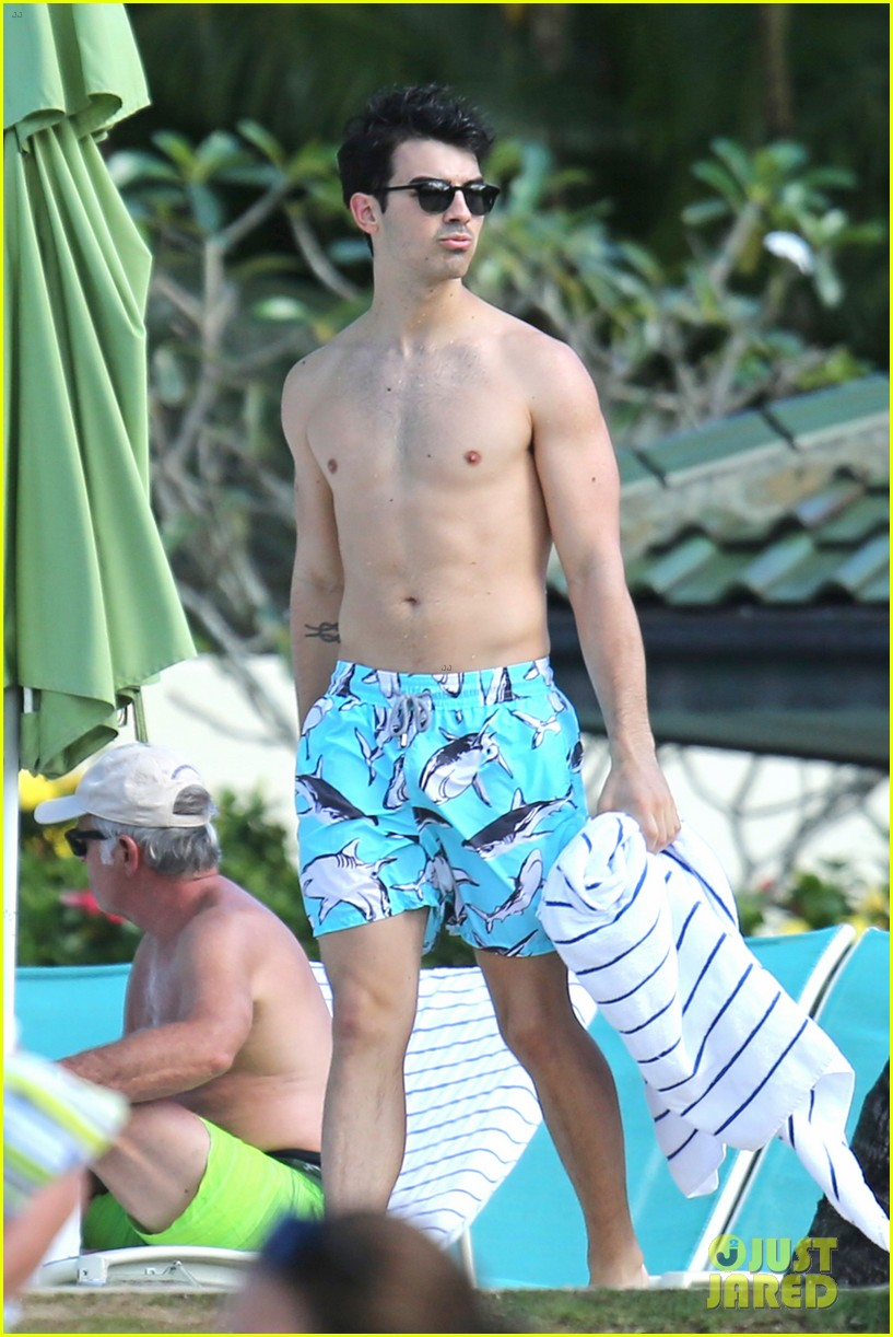 joe jonas shirtless beach frisbee player in hawaii 25