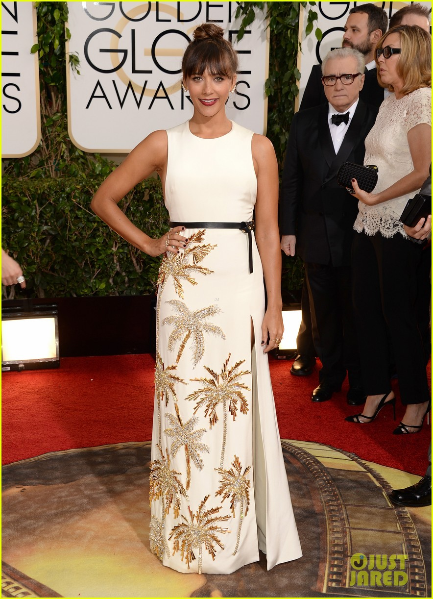 rashida jones golden globes 2014 red carpet 01