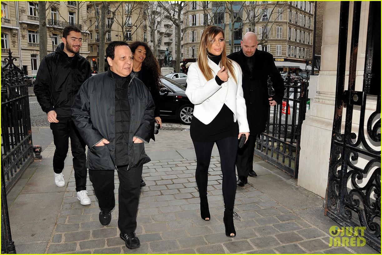kim kardashian paris museum visits with azzedine alaia 033036939
