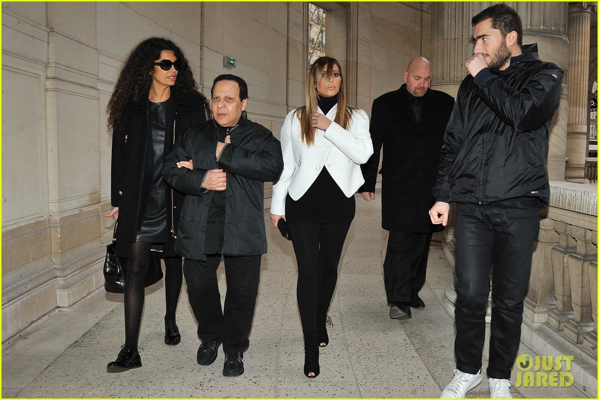 kim kardashian paris museum visits with azzedine alaia 063036942