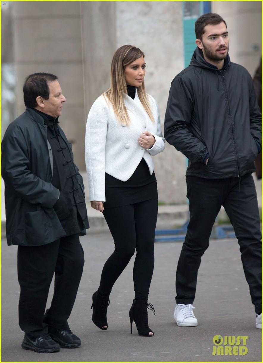kim kardashian paris museum visits with azzedine alaia 123036948