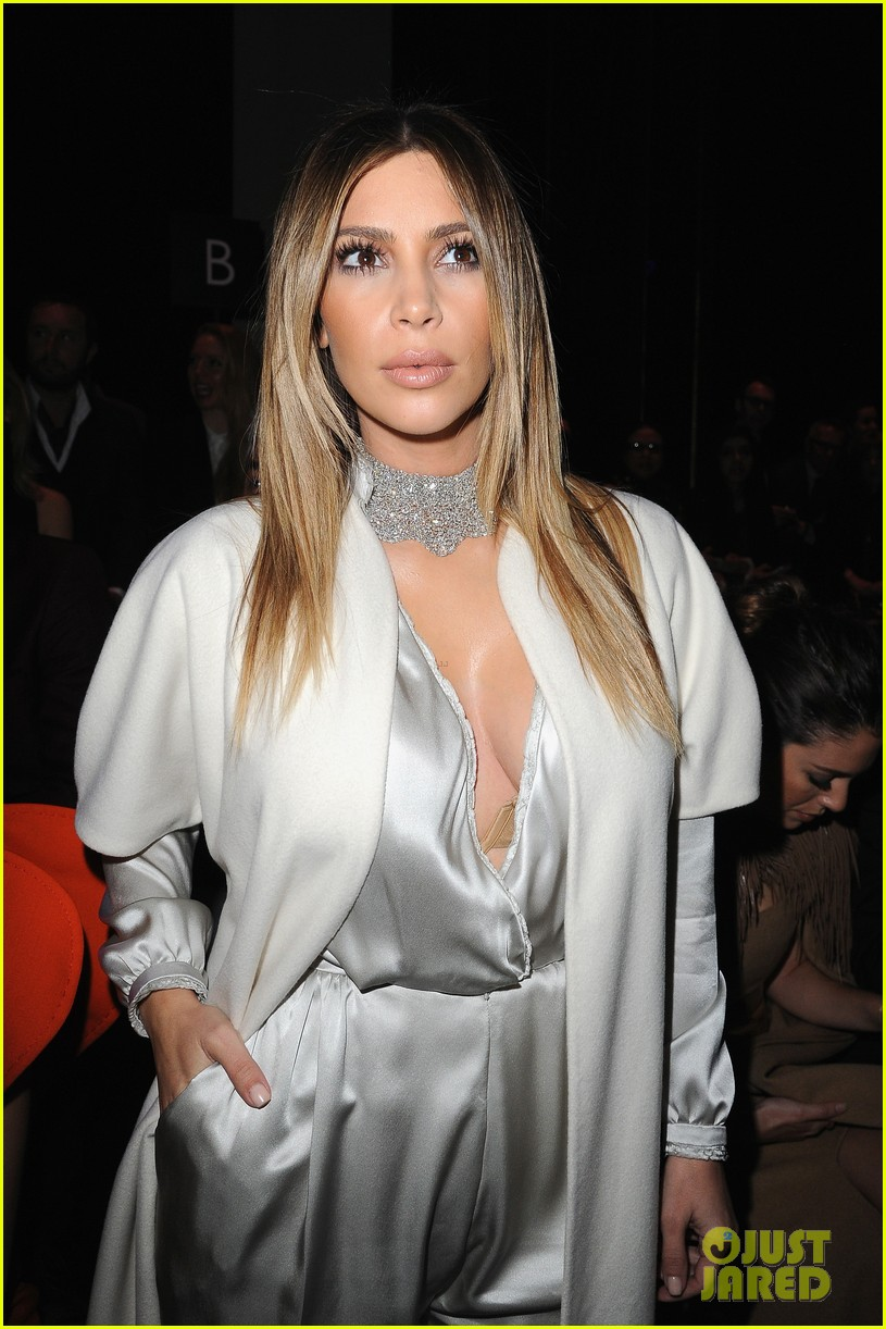 kim kardashian stephane roland fashion show 04