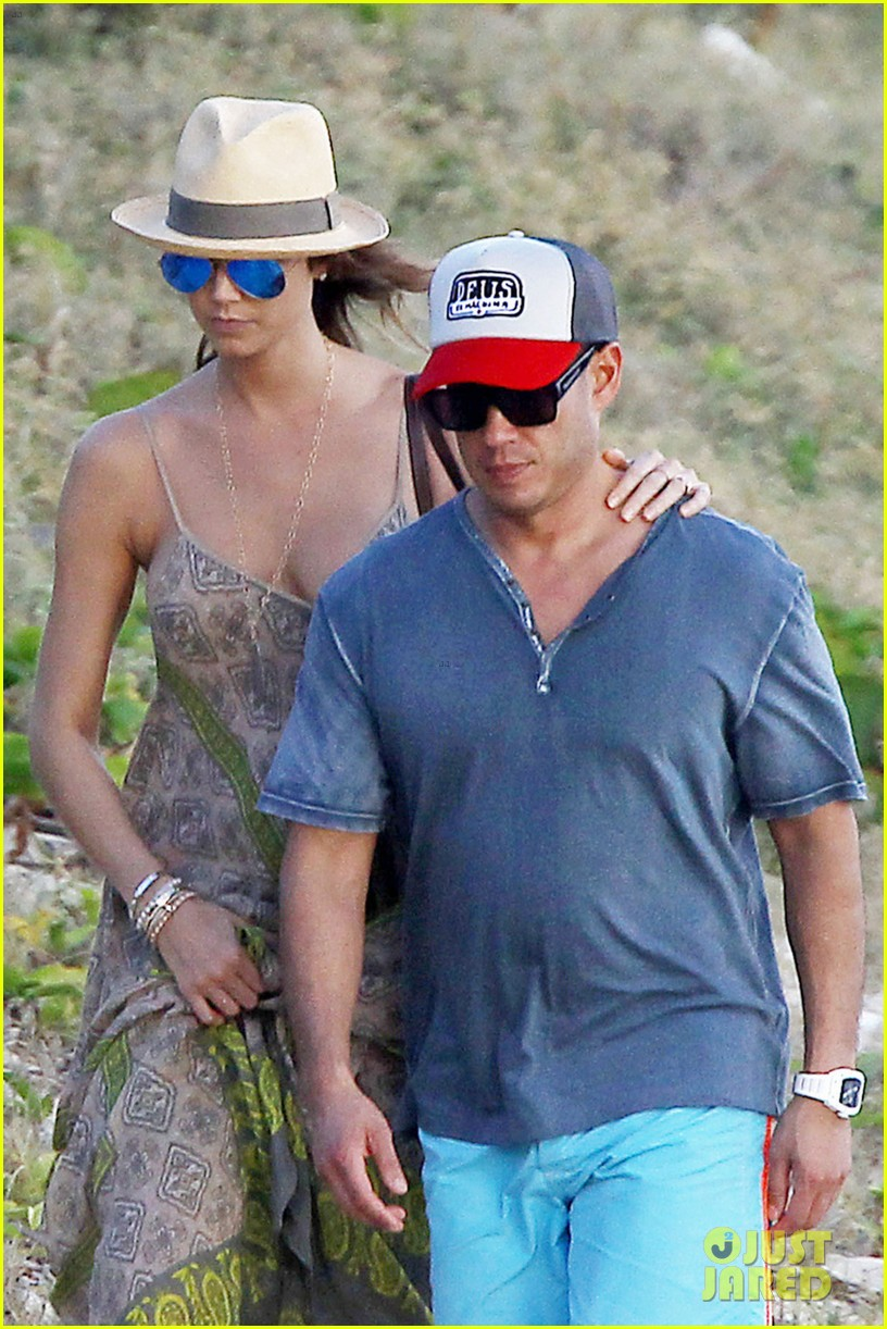 stacy keibler st barts stroll with boyfriend jared pobre 04