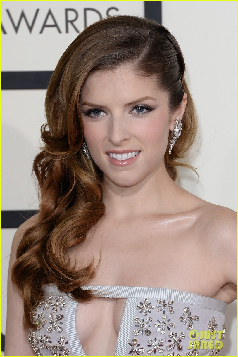 anna kendrick grammys 2014 red carpet 053041102