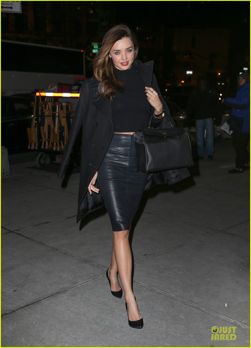miranda kerr bares midriff to wrap up january 01