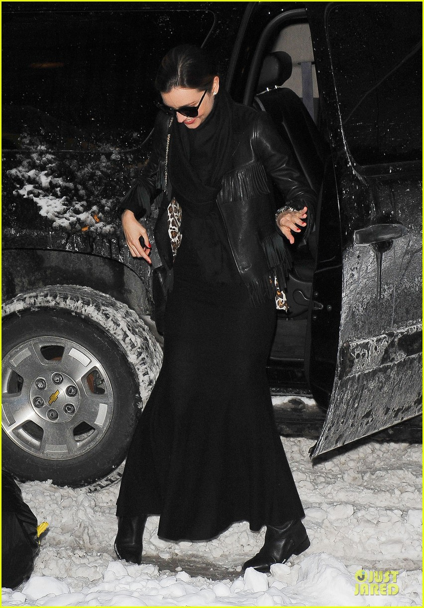 miranda kerr snowy salon stop in the new year 03