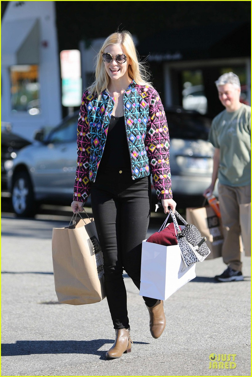 jaime king family lunch after friday gifting suite stop 133035838