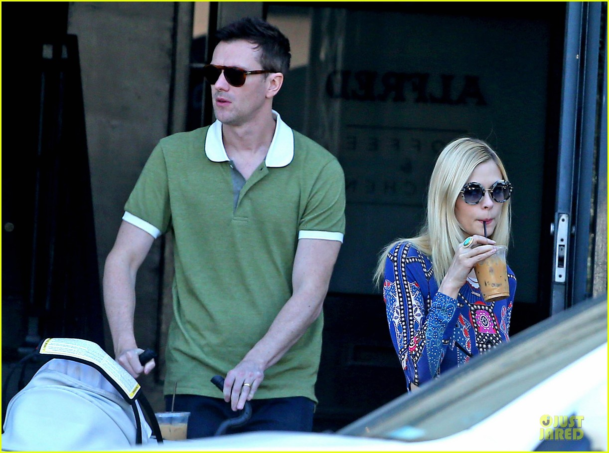 jaime king family lunch after friday gifting suite stop 20