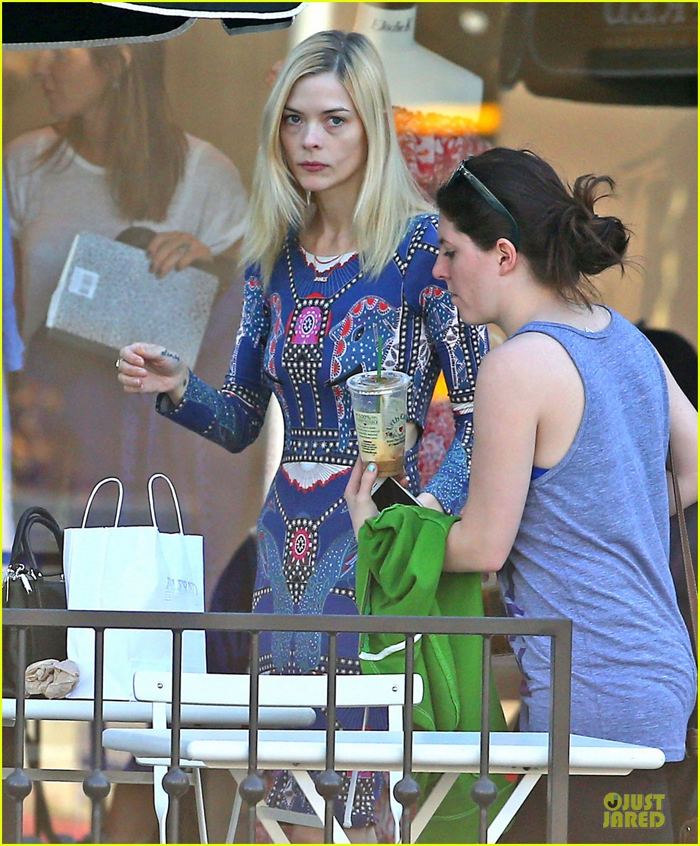 jaime king family lunch after friday gifting suite stop 223035847