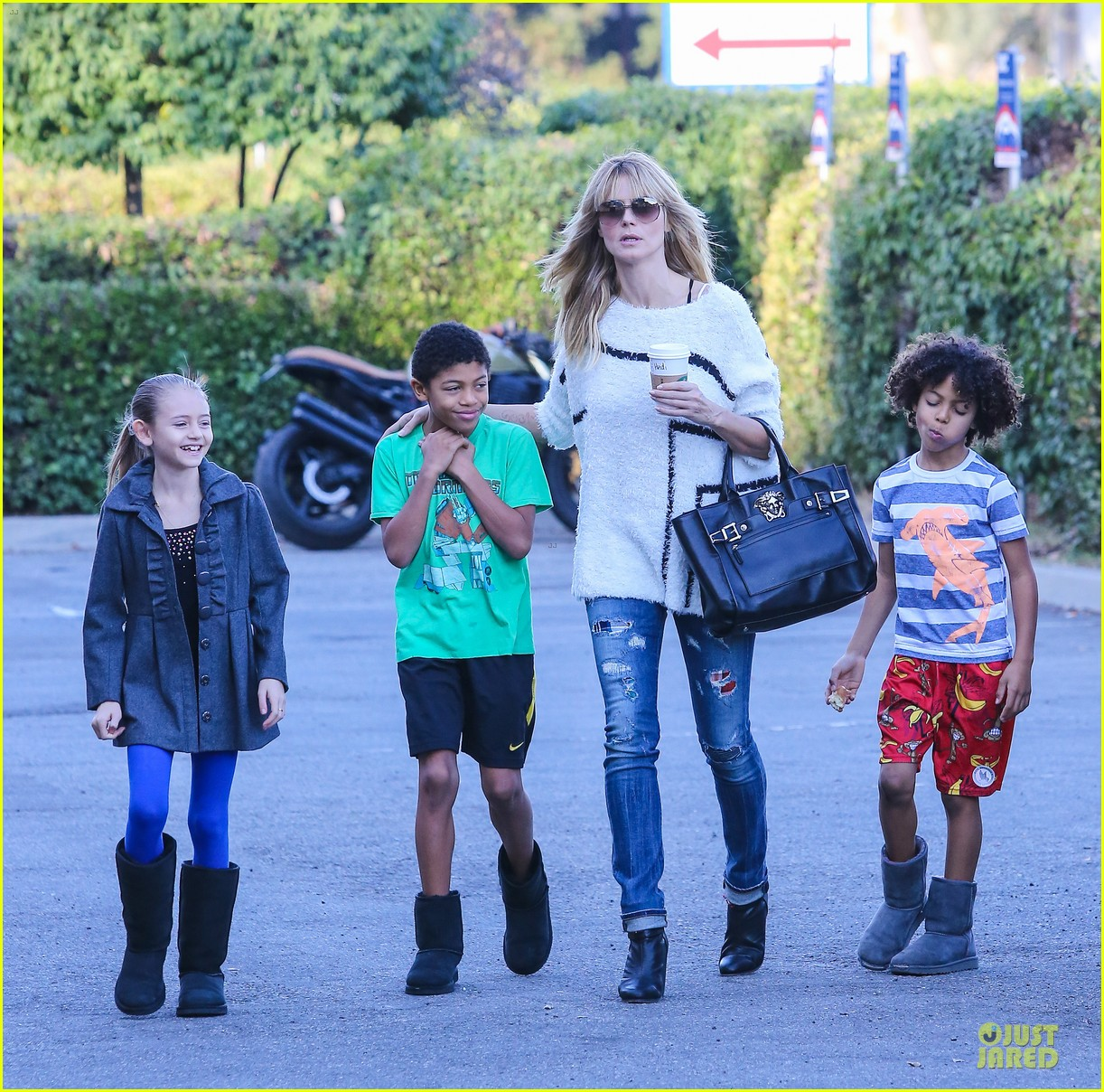 heidi klum grabs coffee before jag gym stop with the kids 27