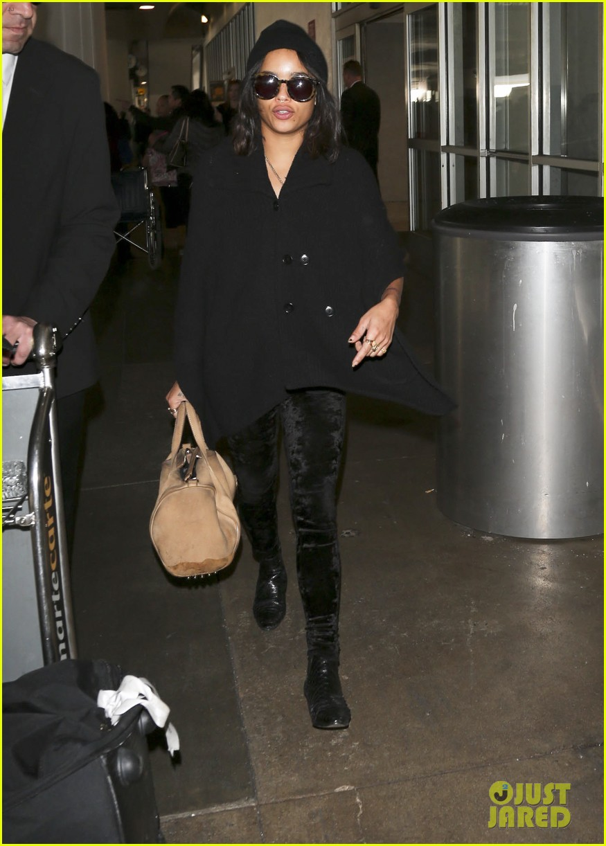 zoe kravitz heads to los angeles after supporting pals in nyc 13