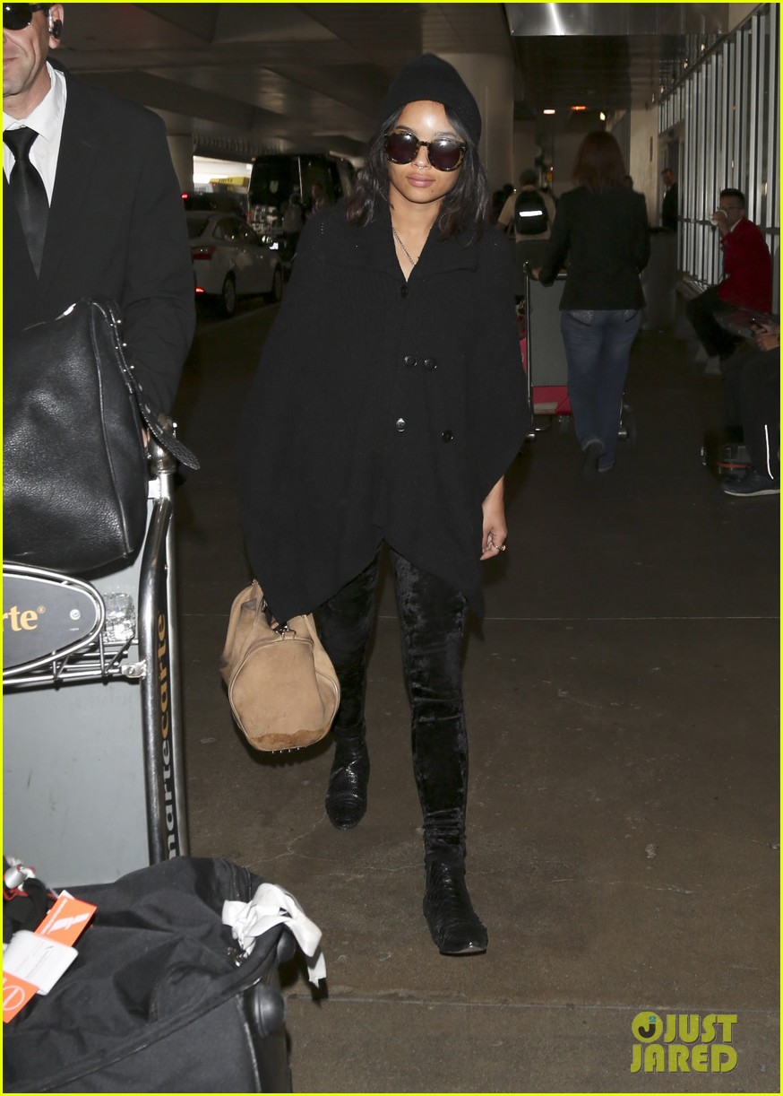 zoe kravitz heads to los angeles after supporting pals in nyc 163039039