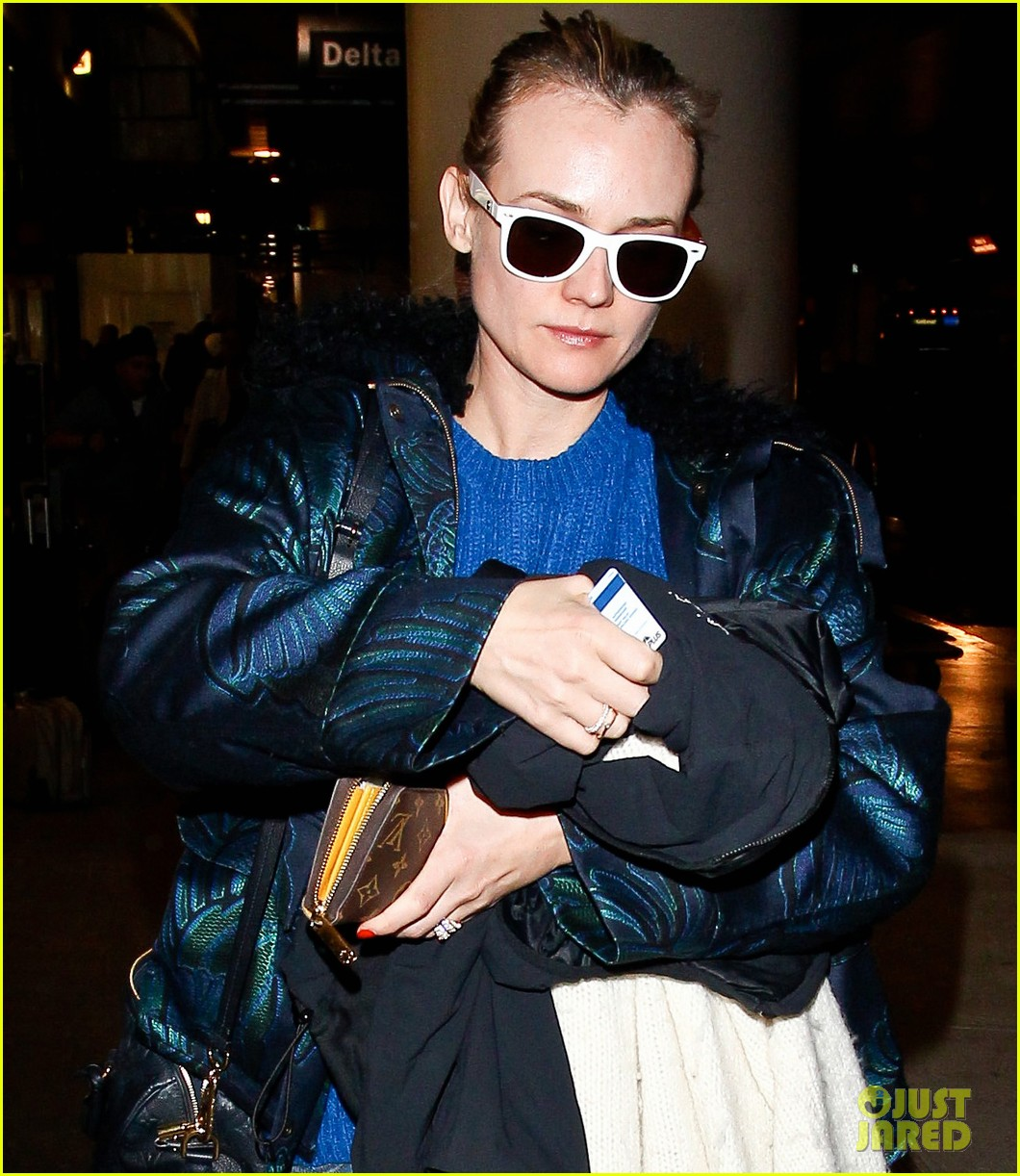 diane kruger joshua jackson arrive at lax after skiing in park city 10