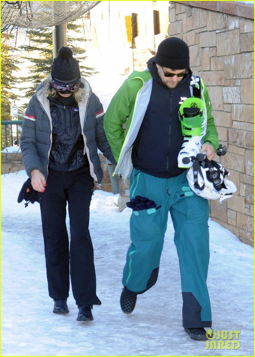 diane kruger joshua jackson go skiing at sundance 033036668